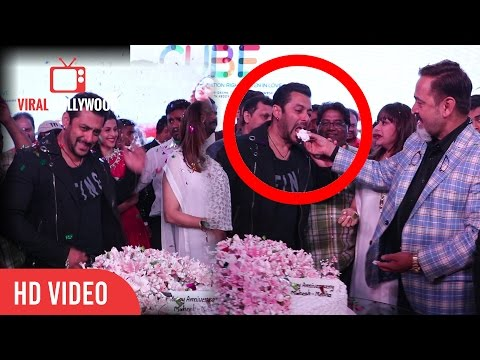 Salman Khan At Mahesh Manjrekar And Medha Manjrekar Wedding Anniversary | Cake Cutting