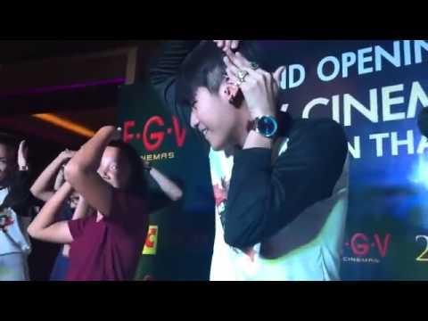 Nick Kunatip dance with fans