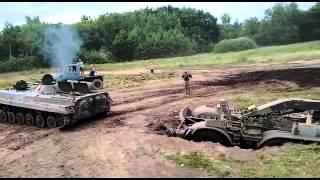 Zil 135 Bergung mit BMP1