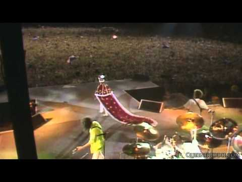 Queen - We Are The Champions & God Save The Queen (Live At Wembley)
