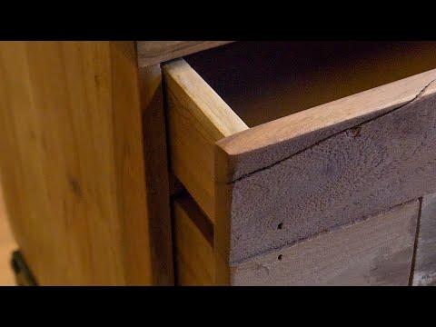 Industrieel nachtkastje Brick acaciahout 2 lades