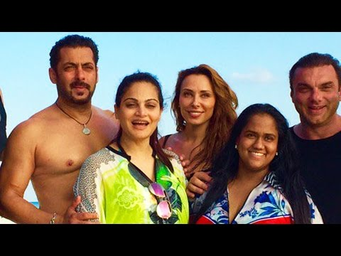 Thumbnail: Shirtless Salman Khan ENJOYS With Iulia & Family At MALDIVES