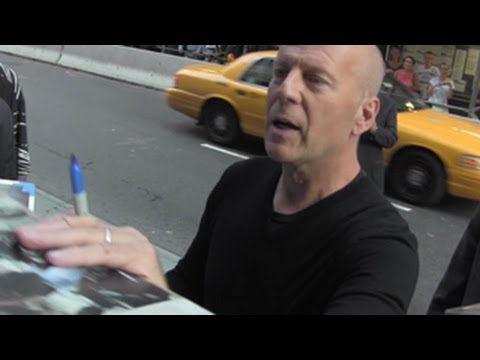 Bruce Willis Angered by Fan