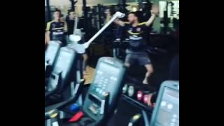 بالفيديو.. لاعبو أرسنال يحتفلون بروجيه فيدرر