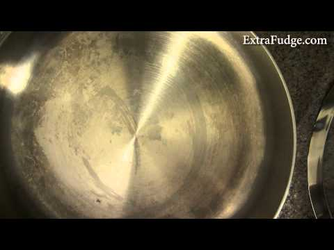 How to clean a stainless steel pan