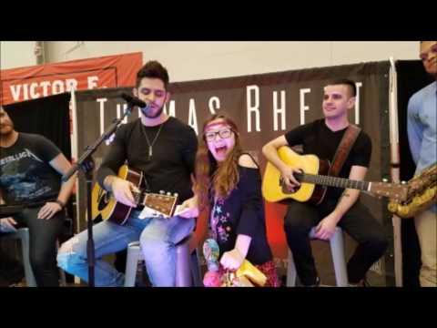 Thomas Rhett Sings With Young Fan