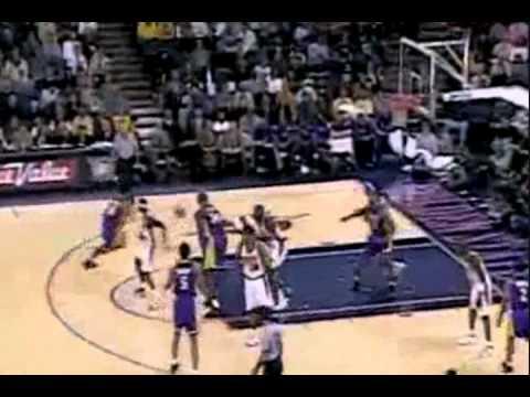 Kobe Bryant - Tomahawk Dunk on Donyell Marshall (1999-2000 Season)