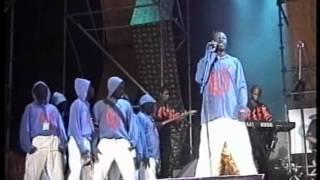Werrason & Wenge Musica - FESPAM 2003 - Entrée des Danseurs
