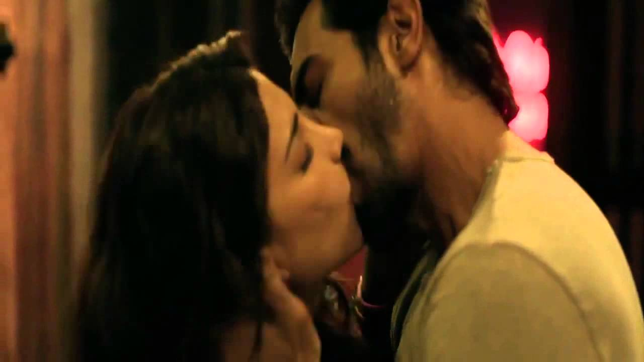 Must Watch | Shruti Hassan | Hot Kissing Scene | D Day ...