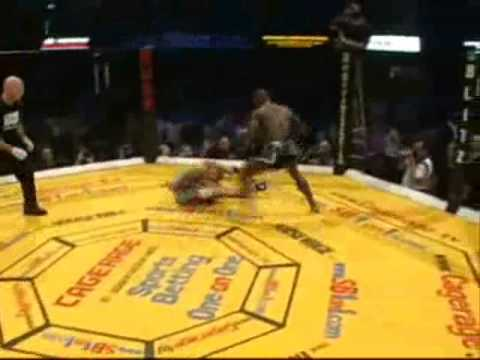 Melvin Manhoef VS Ian The Machine Freeman (Cage Rage 17)