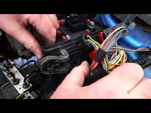 Peugeot 206 ABS pump replacement – Part 1: Removal