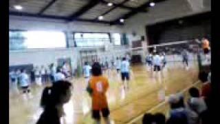 小川小学校の体育館では、小川小×南一小のPTA親善競技大会のソフトバレ...
