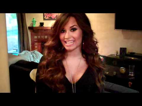 Demi Lovato - Live Chat TODAY! Thumbnail image
