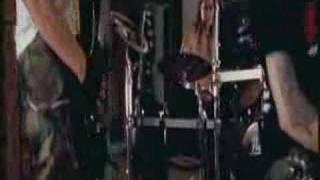 Clipe oficial (não tão oficial assim :P) do Children Of Bodom fazen...