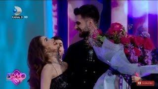 Bravo, ai stil! – Theo Rose, luata prin surprindere de iubitul ei cu un buchet urias de trandafiri!