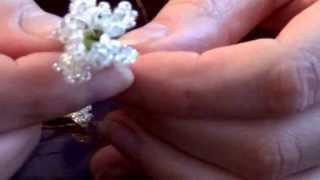 Цветы из бисера,мастер-класс для начинающих..Букетик в подарок.(Корзинка из журнальных трубочек-http://www.youtube.com/watch?v=n4m_p06gVnQ., 2013-05-01T18:46:26.000Z)