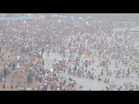 Lingering Heat Prompts Crowds to Seek Refuge at Bathing Beach in Qingdao