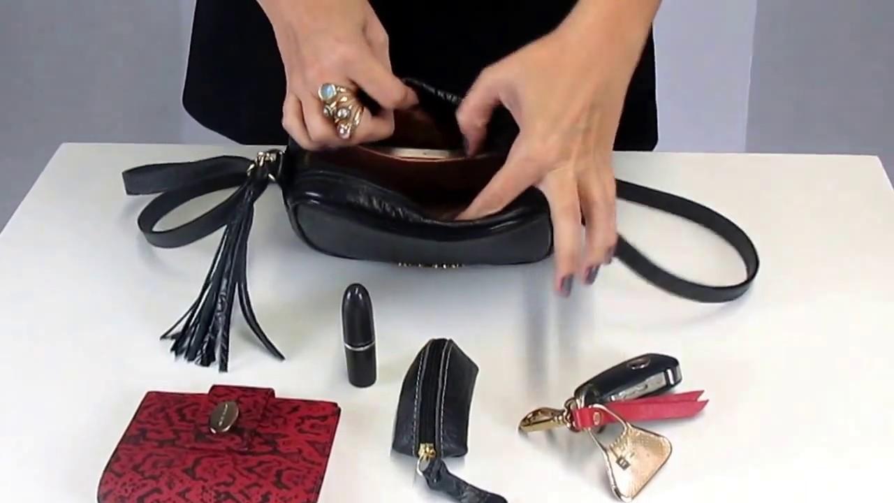 9096cc934 Bolsa Pequena Quadrada Transversal ou Tiracolo de Couro Preta - YouTube