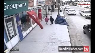 Türk bayrağına yaptığı hareketle sosyal medyayı sallayan çocuk!