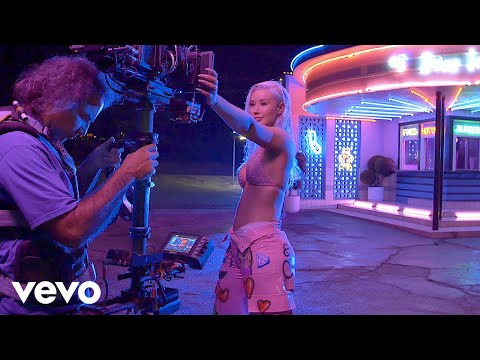 "Iggy Azalea - Behind The Scenes: Iggy Azalea ""In My Defense""  Release Week"