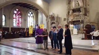 Napoli, Glejeses ai funerali di De Crescenzo: