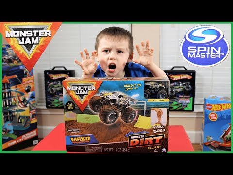 Spin Master Monster Jam Monster Toy Truck Max D Kinetic Sand Play Set