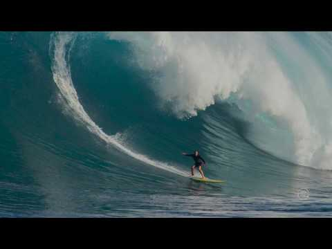Andrea Moller sets Guinness World Record for the biggest women's paddle-in wave