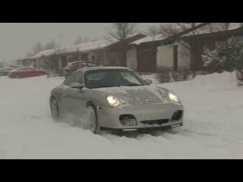Porsche 911 C4S - Fun In The Snow