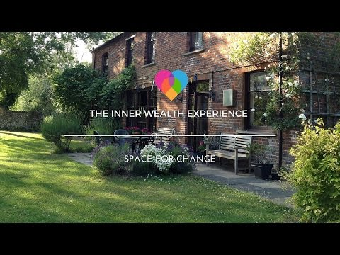 london's-magical-farm-house-retreat-venue