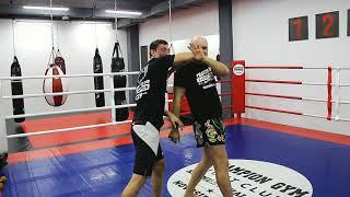 Видео-урок по тайскому боксу | Защита от бэкфиста