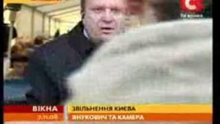 Пока Янукович пил с ветеранами, охрана ломала камеры...(Янукович освободил Киев. Он поздравлял ветеранов с 65-летием освобождения столицы Украины советскими войск..., 2008-11-10T13:09:36.000Z)