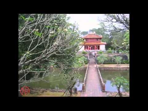 Hue dem trang Quang Le