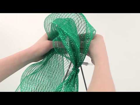 How to Make a Deco Mesh Christmas Tree