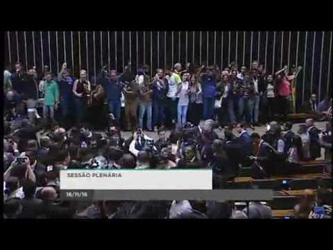 INVASÃO DA CÂMARA DOS DEPUTADOS - PEDINDO INTERVENÇÃO MILITAR