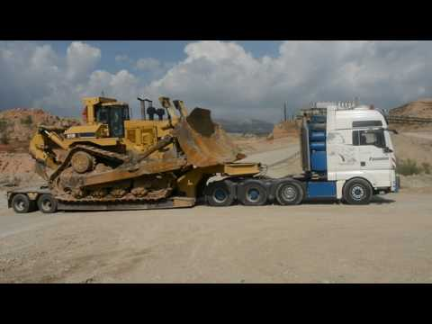 Transporting The Huge Cat D11R Dozer - Heavy Transports