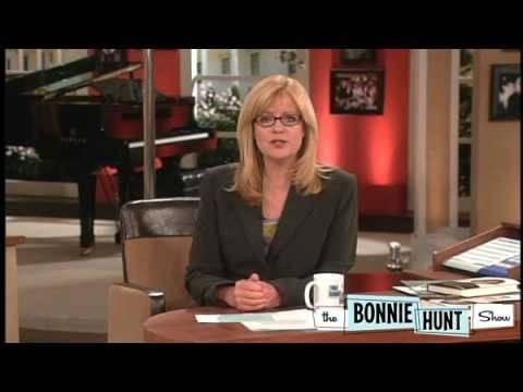 Bonnie's Mom Gets PInk Flamingos - The Bonnie Hunt Show