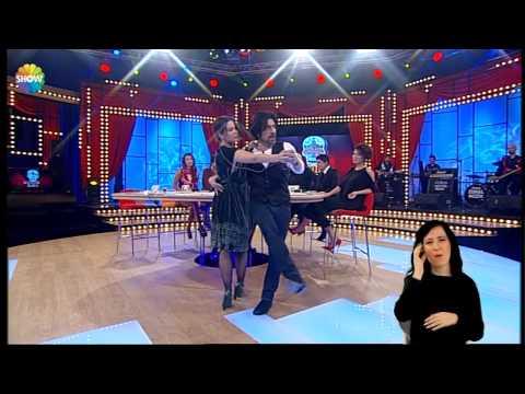Pelin Batu'dan canlı yayında tango dersi