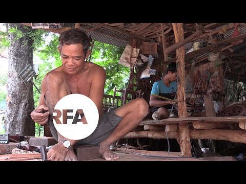 Cambodian Villagers Thrive in Souvenir Business | Radio Free Asia (RFA)