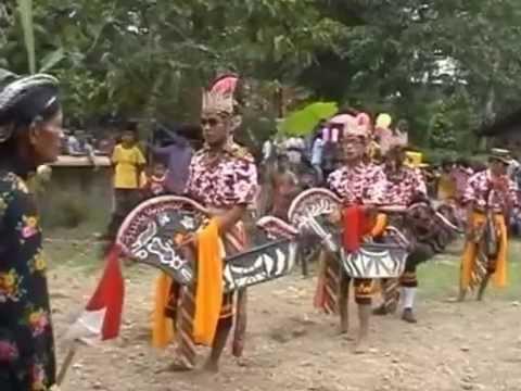 Kesenian Tradisional Kuda Lumping / Ebeg Peniron
