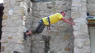 Bergsteiger Dresden der DiBaB GmbH bei 2. Erstbegehung eines Stemmkamins, Es klettert André Hüller.