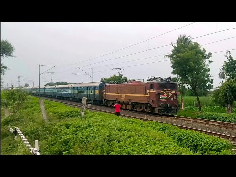 Terrific Speed by Goods Duty loco WAG-5 with Pune Nagpur Express | Indian Railways
