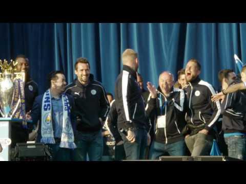 Kasper Schmeichel Sings LCFC Champions party