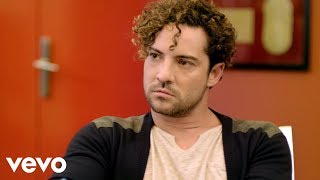 David Bisbal - Diez Mil Maneras (Official Music Video) thumbnail
