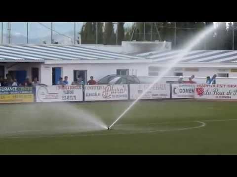Sistema de riego y aspersores del césped artificial del Estadio Miguel Fijones de Alhaurín el Grande