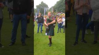 Inveraray Highland Games 2018 - Female Bagpiper of the Clan Campbell Society Germany