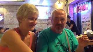 #73 США Гавайи Гонолулу Корейский ресторан Mikawon Кантри бар Nashville(Мы с Таней и Володей поужинали в корейском ресторане Микавон, а потом зашли на пару коктейльчиков в ковбойс..., 2013-12-27T10:35:51.000Z)