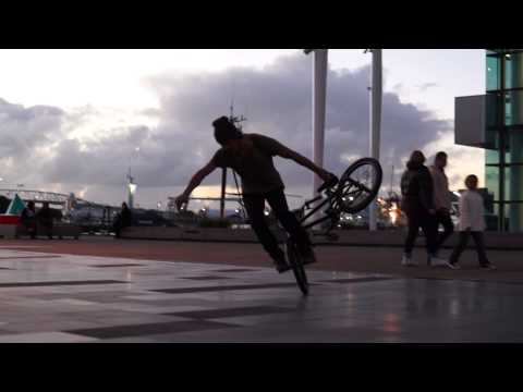 Travelling Unplugged Moments: BMX FREESTYLER AUCKLAND!