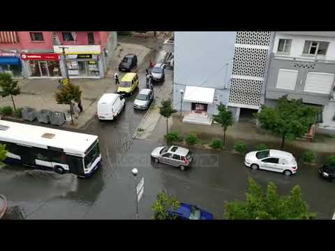 Pa Koment - Shtrëngata shiu, rrugët e Durrësit pushtohen nga ujërat e zeza