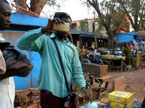 BURKINA FASO - Bobo Dioulasso making tea