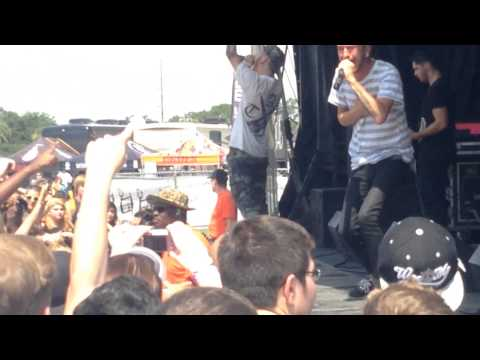 (NEW) Woe, Is Me - Warped Tour Orlando 2013 - Stand Up